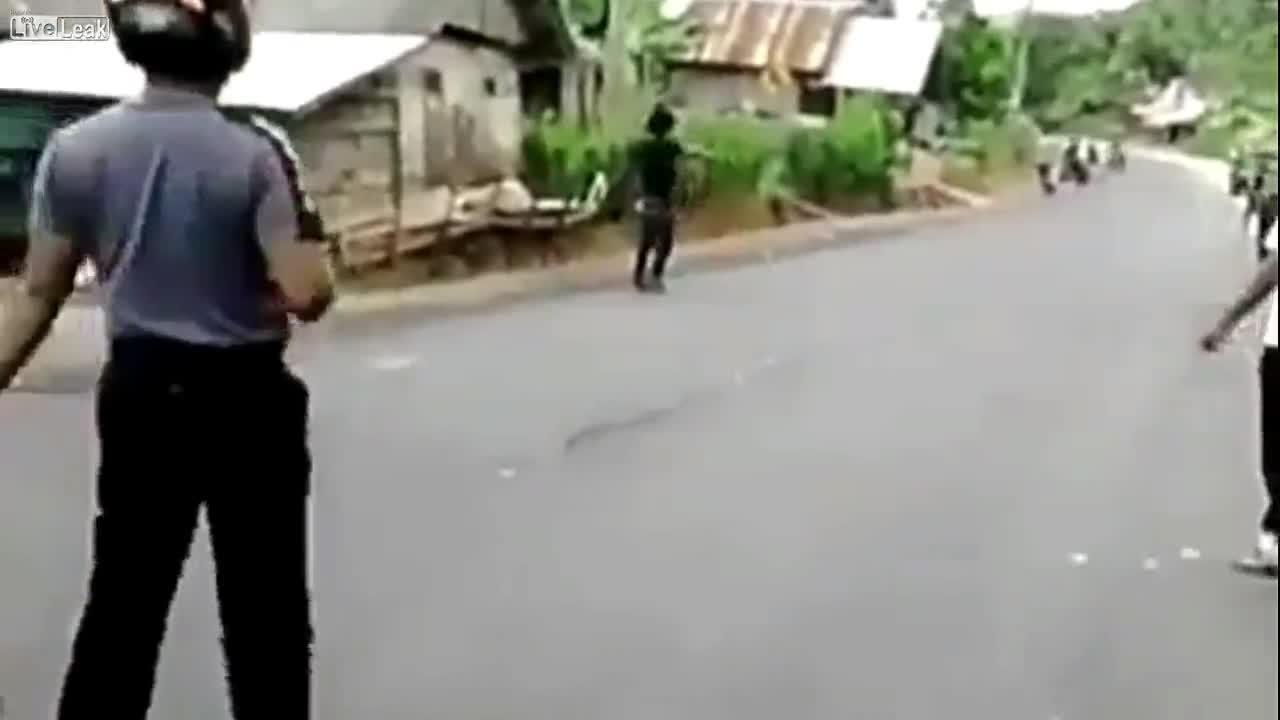 Gun vs machete. .. But I get banned for posting a pelt making video